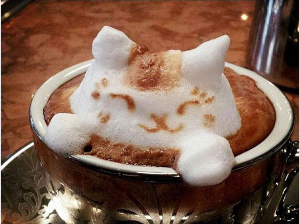 On connaissait déjà les dessins sur la mousse du café un artiste japonais, (encore un!) repousse encore plus loin les limites de cet art en le rendant encore plus visuel Yamamoto (cela ne sinvente pas) officie dans le Cafe10g à Osaka où les clients sont servis avec ces magnifiques arts .