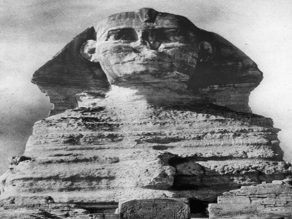 Voila a quoi le sphinx aurait du ressemblé, selon toutes les sculptures connues Et voila a quoi il ressemble A moins davoir les pires artistes de la dynastie, il est impossible que ce visage puisse être basé sur un pharaon.