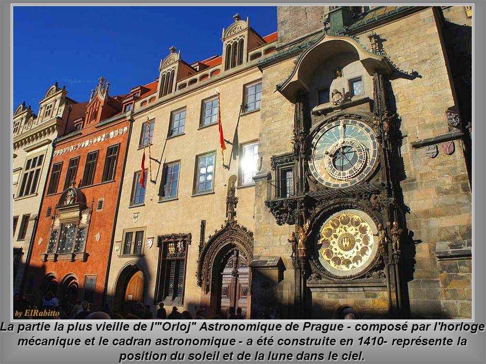Královsk á cesta s étire de la Maison Municipale au Château de Prague.