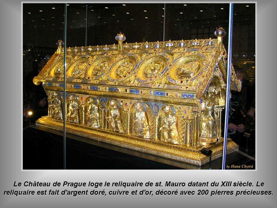 Le Château de Prague loge le reliquaire de st.Mauro datant du XIII siècle.