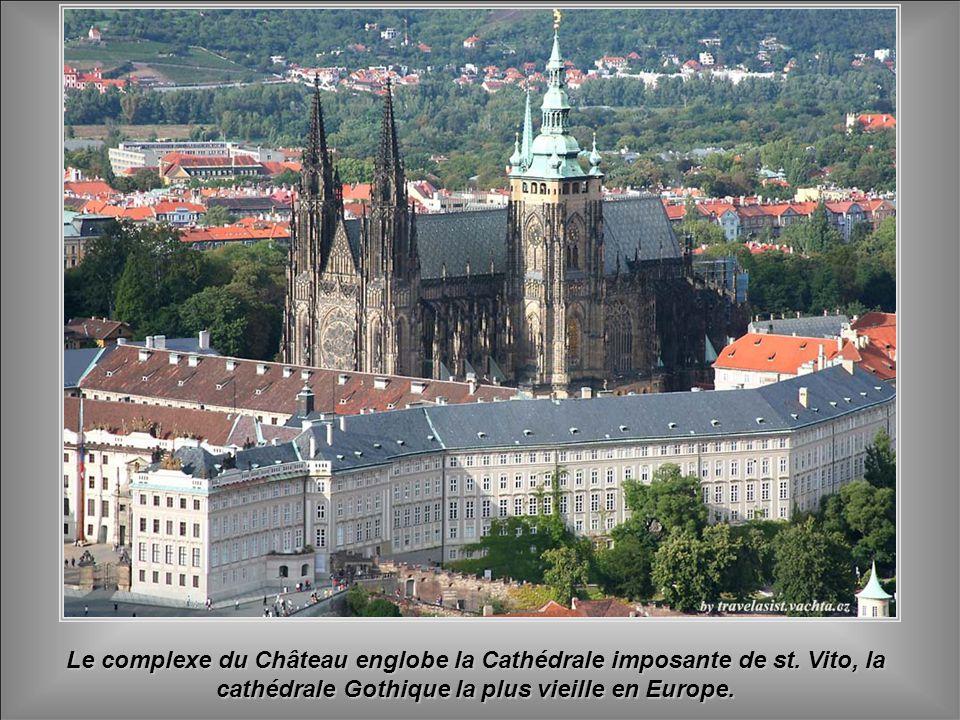 Le complexe du Château englobe la Cathédrale imposante de st.