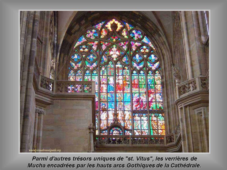 Le nom complet de la cathédrale est st. Vitus, st. Wenceslas et st. Adalbert. Parmi d'autres figures d'histoire tchèque - religieux ou politique - les