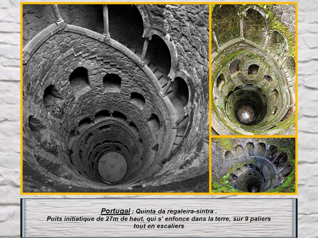 France : en Corse, Escalier du Roi à Bonifacio. Taillé dans la roche calcaire cet escalier est composé de 187 marches selon une inclinaison d' environ