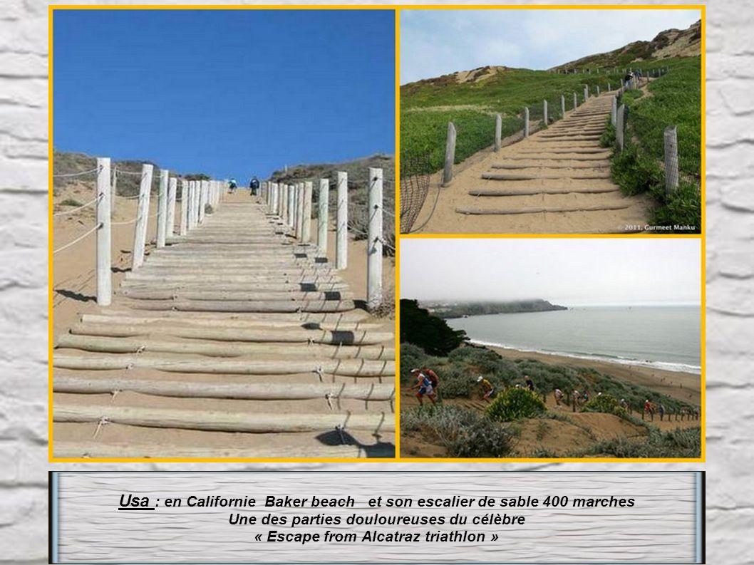 Portugal : Quinta da regaleira-sintra. Puits initiatique de 27m de haut, qui s' enfonce dans la terre, sur 9 paliers tout en escaliers