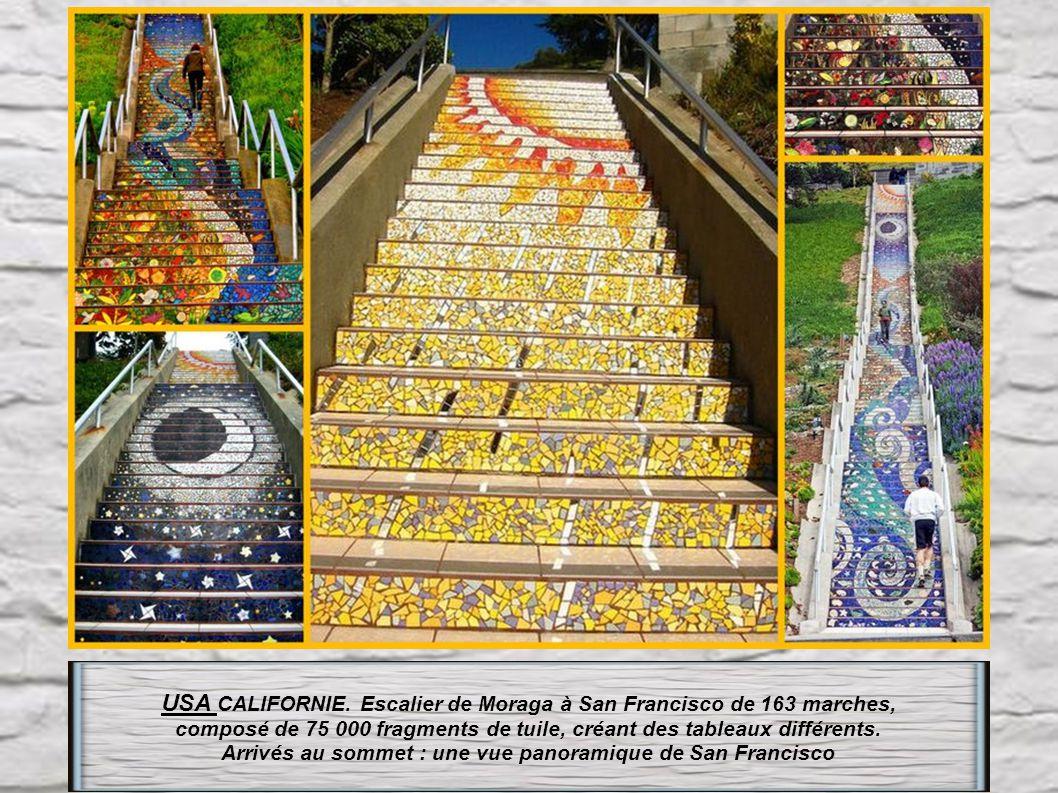 Usa : en Californie Baker beach et son escalier de sable 400 marches Une des parties douloureuses du célèbre « Escape from Alcatraz triathlon »