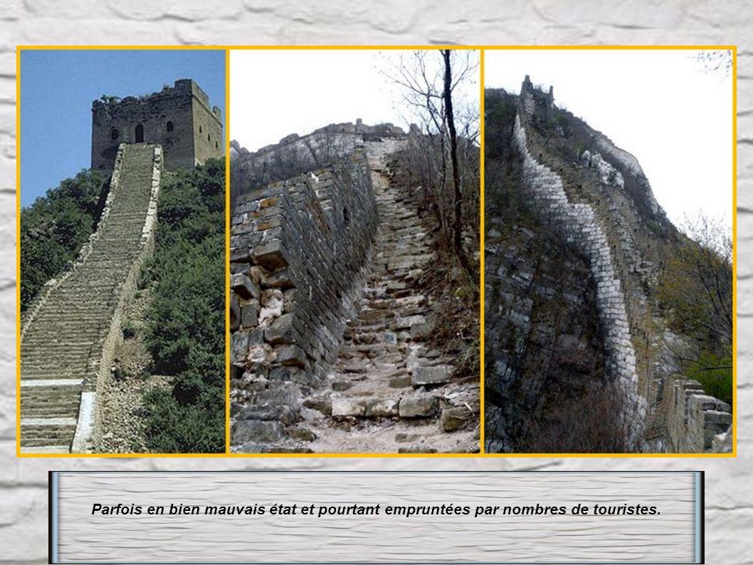 Muraille de Chine : l' inevitable et ses interminables marches. Sa construction a coûté la vie à 10 millions d' ouvriers