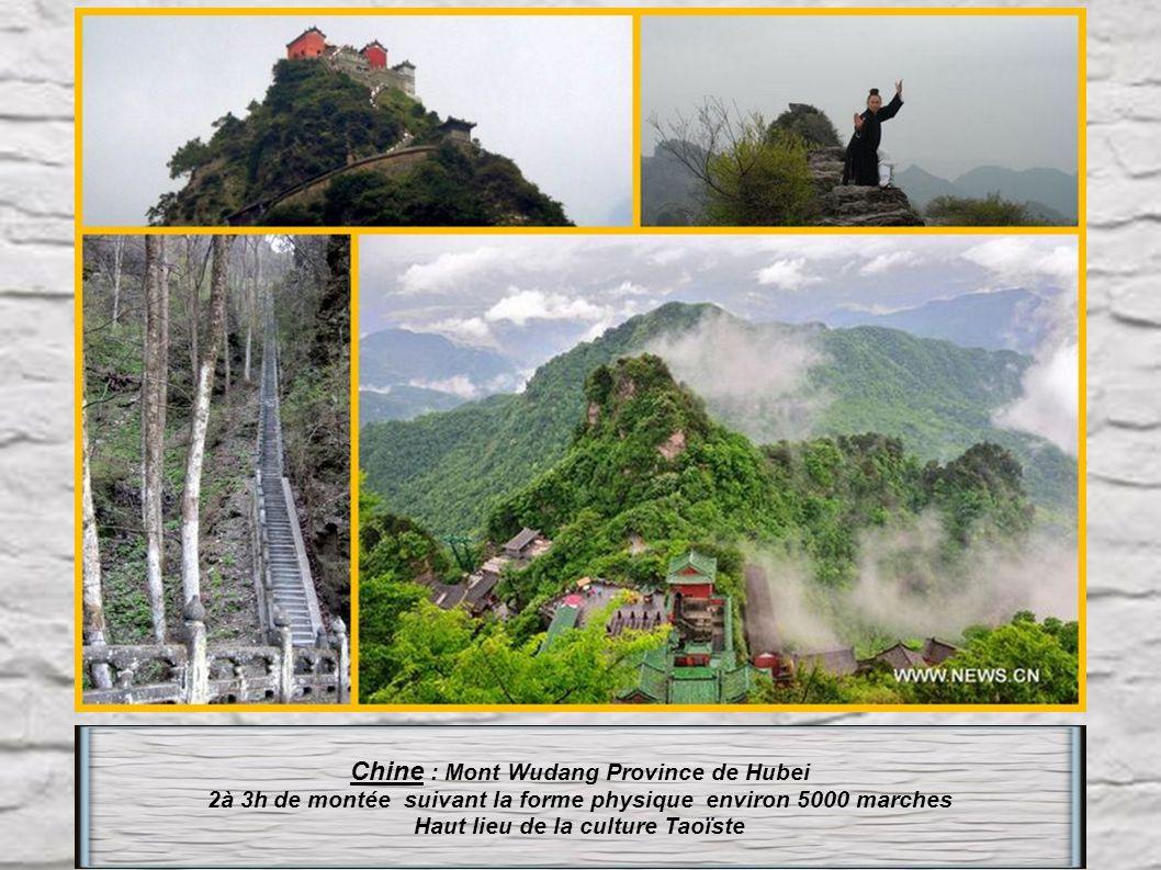 Chine : Le Mont Taishan Province de Shandong (la plus célèbre montagne sacrée de Chine). Il se monte en 3 étapes : la dernière « l' échelle du ciel »