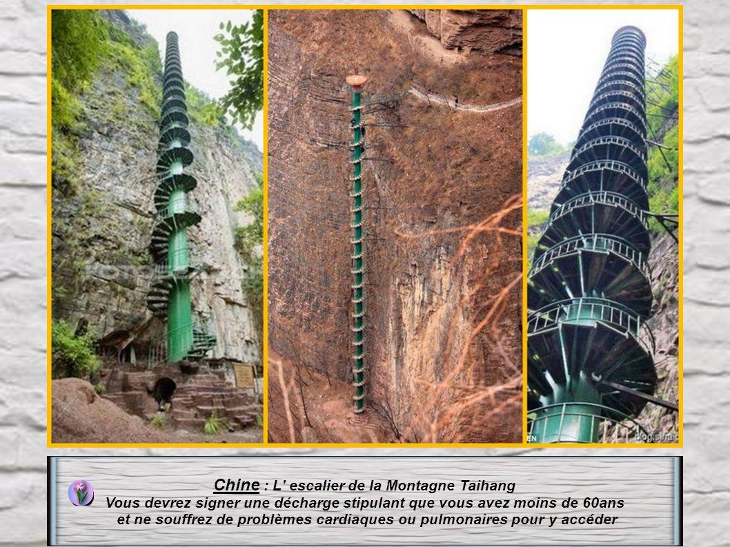Espagne : Escalier datant du Xe à San Juan gaztelugatxe en Espagne. 237 marches très espacées