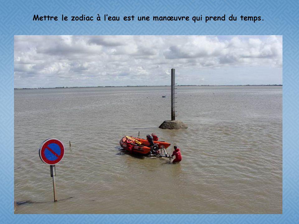 ½ heure dattente, et les pompiers arrivent avec plongeurs et zodiac.