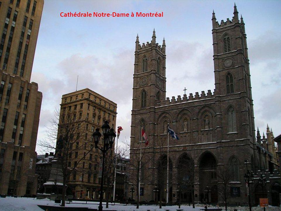 La célèbre croix du Mont Royal de Montréal