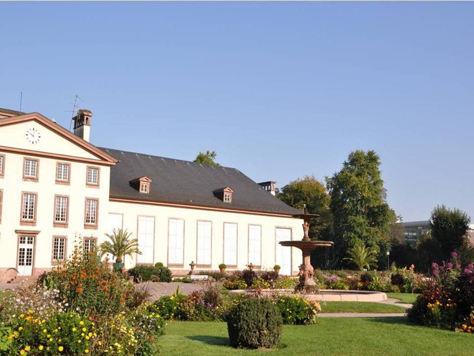 Après la révolution, la ville de Strasbourg fait construire à l intérieur du parc, le pavillon Joséphine du nom de l impératrice des français Femme de Napoléon Bonaparte, ce pavillon abritera 140 orangers