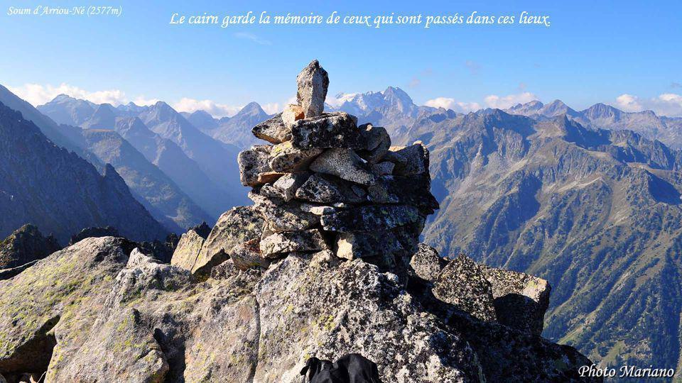 ....... Le cairn sommital est celui qui domine le monde, il est situé au sommet de la cime.