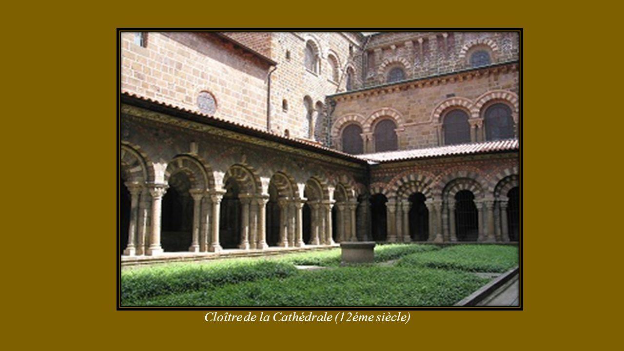 Cathédrale Notre Dame Annonciation façade et vue aérienne (classée Unesco)
