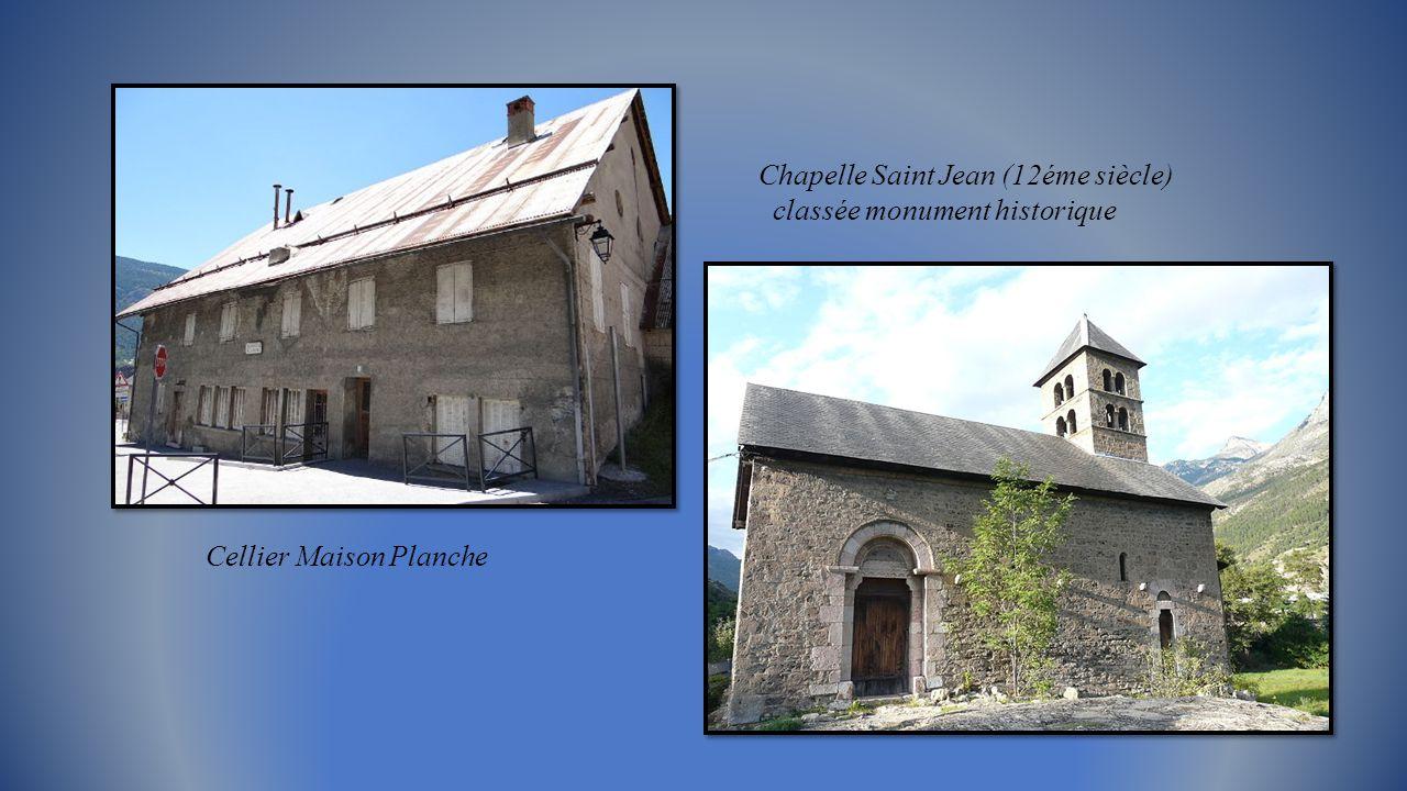 Eglise Saint Apollinaire du 15éme siècle, classée monument historique Fresques murales et, verrou à tête de chimère