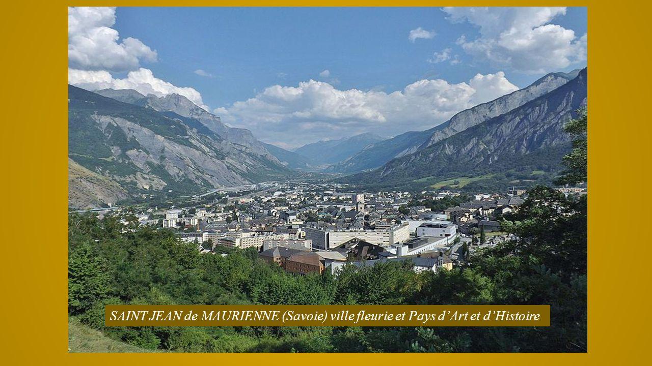 Localité située à 1000m daltitude, au confluent de la Gyronde, de la Durance et du torrent du Fournel. Un beau détour Alpin. Argentière la Bessée