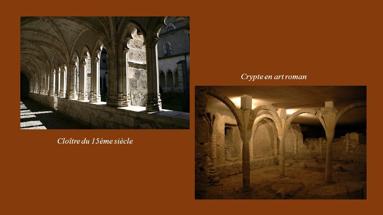 Vitraux et Tombeau des Comtes de Maurienne dans le porche de la Cathédrale