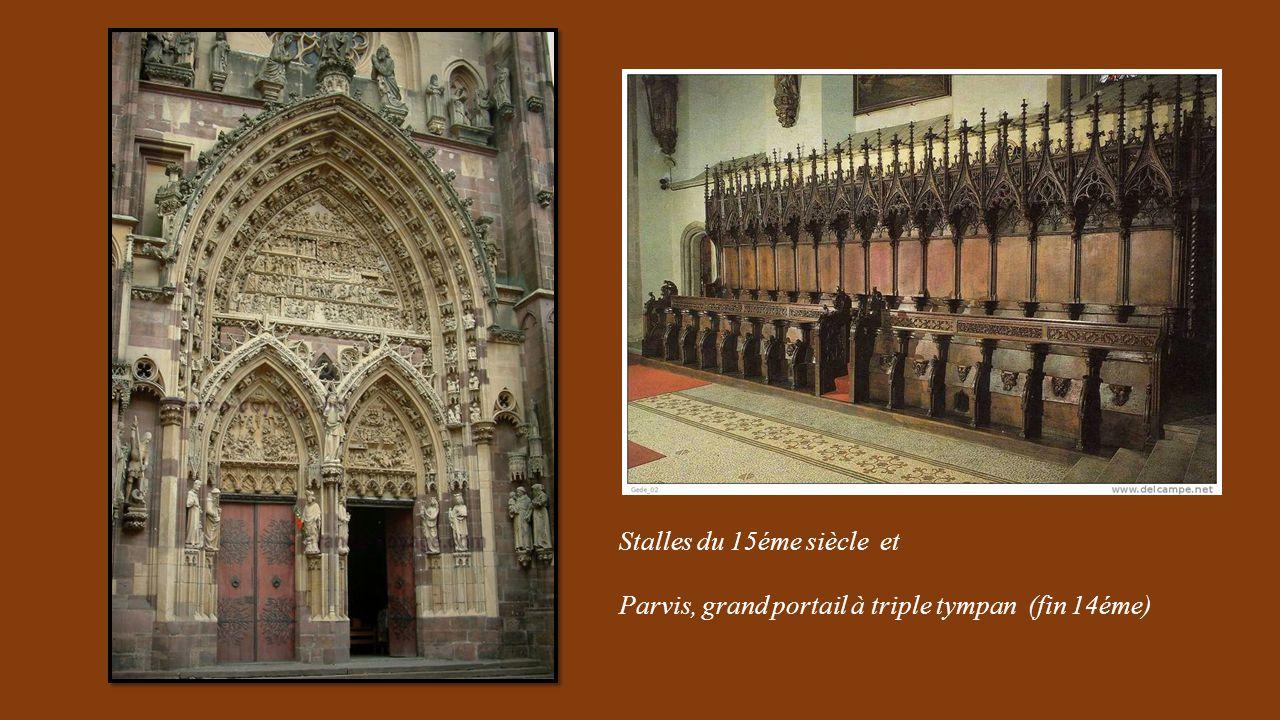 Stalles du 15éme siècle et Parvis, grand portail à triple tympan (fin 14éme)