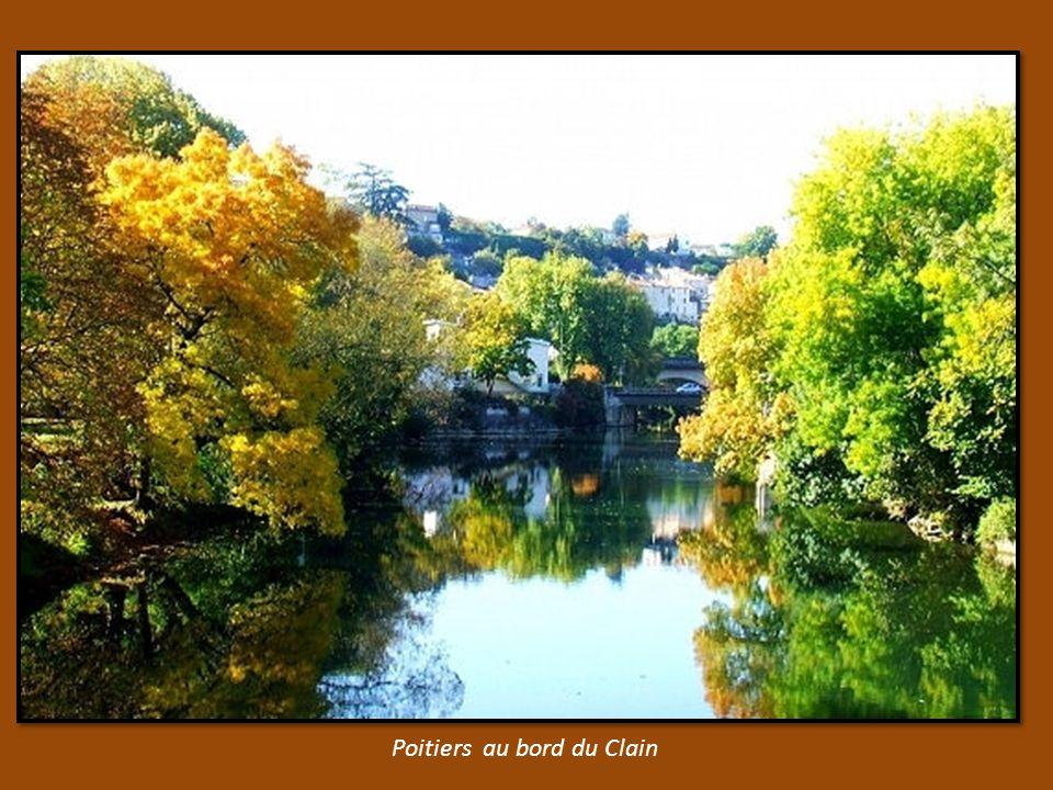 Péniches sur la Seine prés de Melun