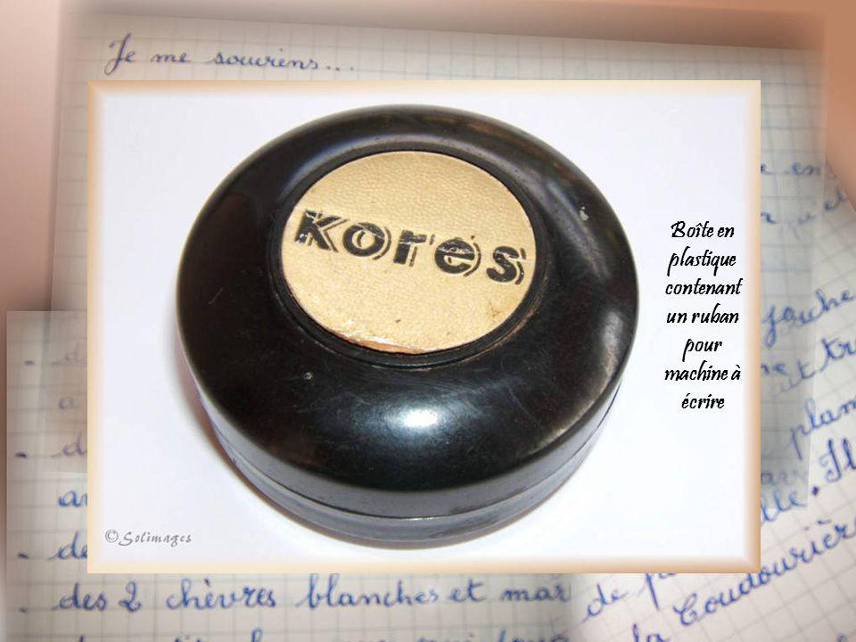 Boîte métallique contenant un ruban pour machine à écrire