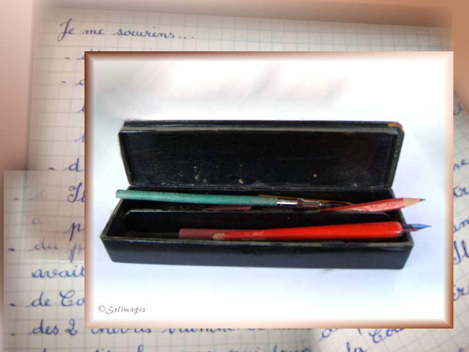Crayon-gomme pour le crayon et lencre Coupe-papier en ivoire Etiquettes gommées papier Au lierre bleu : « Je meurs ou je mattache »