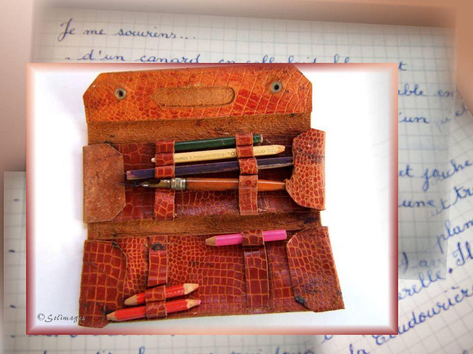 Divers stylographes à encre et plumes, porte -mine et stylo 4 couleurs