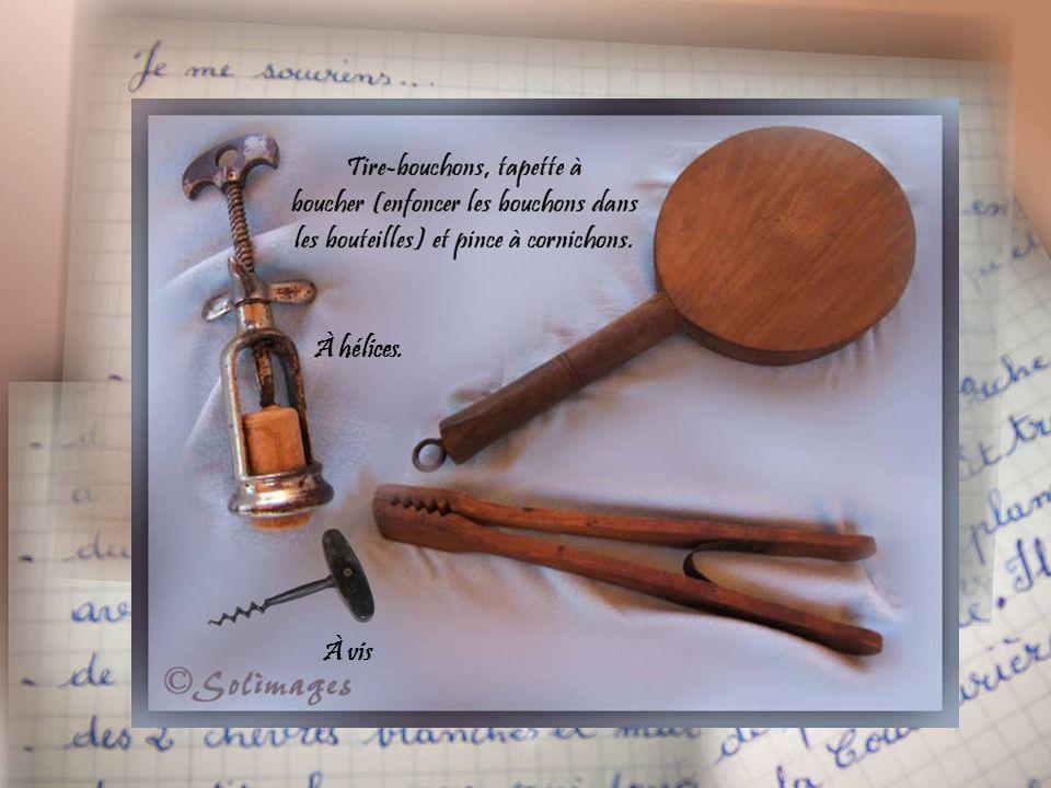 Théières dites « verseuses » Sucrier de table Ronds de serviettes en ivoire.