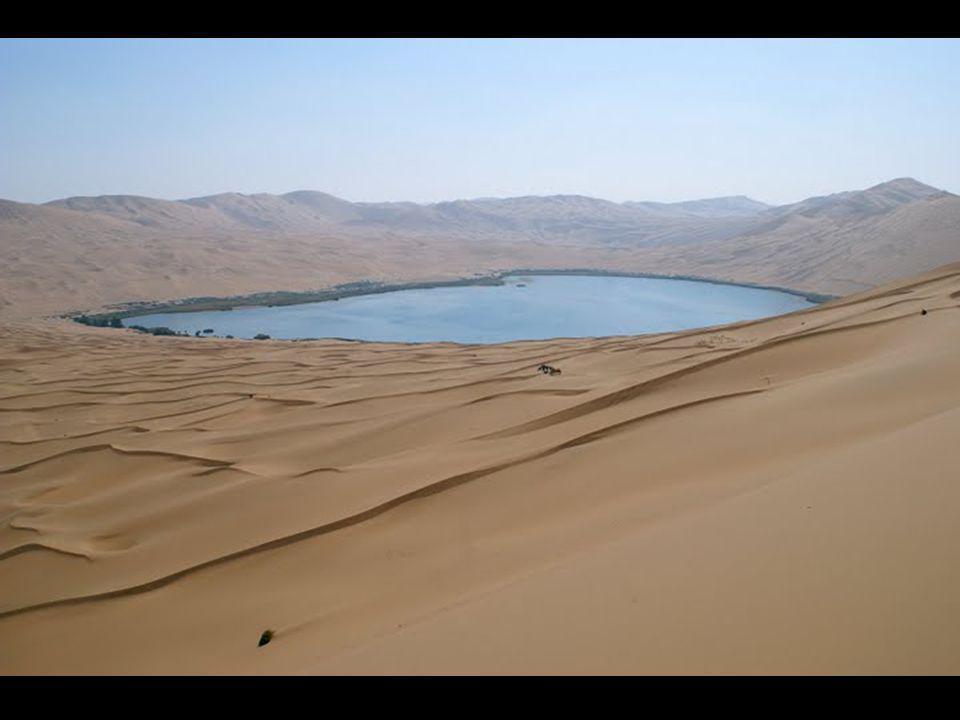 Le résultat est un magnifique désert parsemé de lagunes