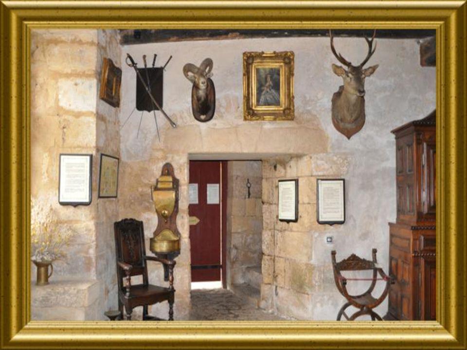 Durant le moyen âge et la renaissance, le centre de la salle était toujours libre et vide.