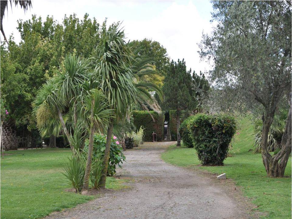 Maria SIDE : 1895-1960 Maria SIDE : 1895-1960 Pierre SIDE : 1890-1945 Le jardin qui porte leur nom À reçu une stèle qui les Associe dans le souvenir Comme ils lont été dans la vie