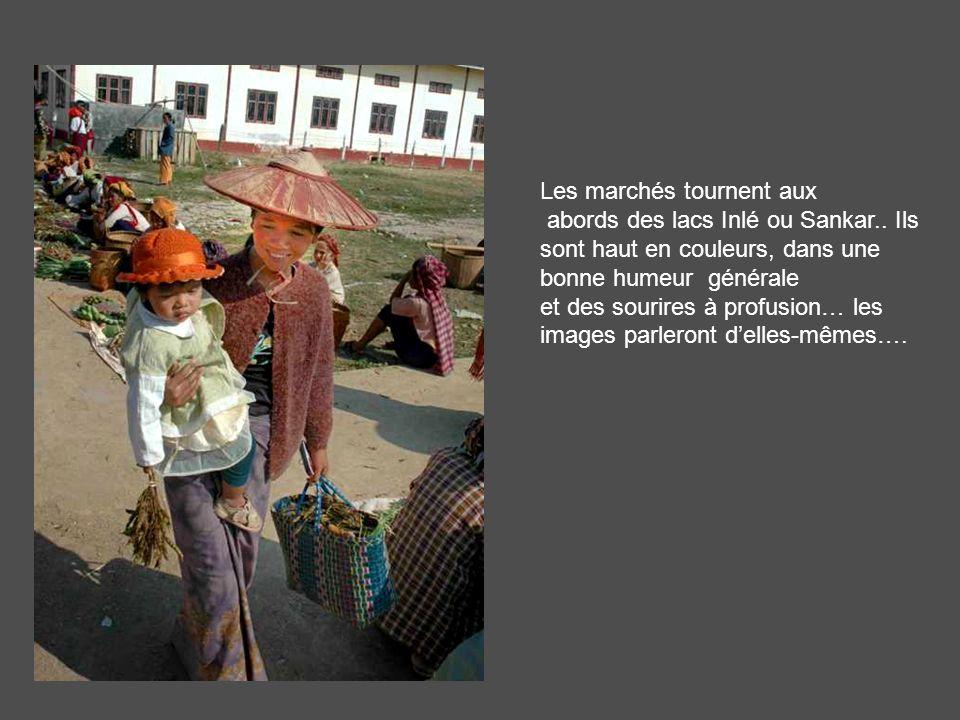.. Et revenons au monde des vivants: ici un marché de lethnie Pao, en territoire Intha