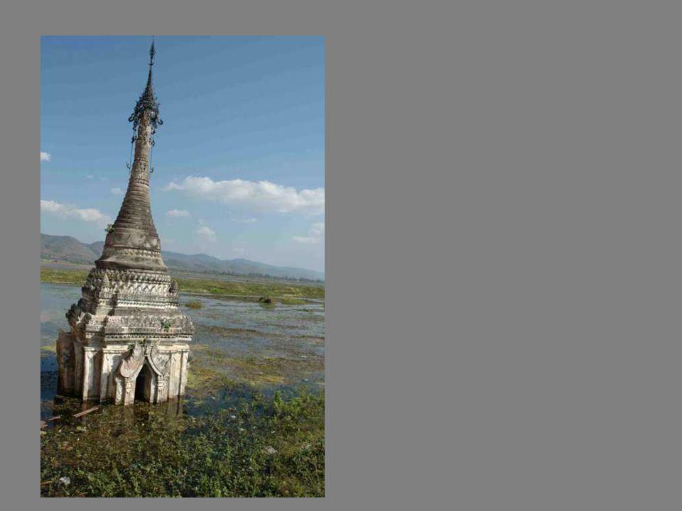 Au monastère un Bouddha de marbre, au corps étrangement féminin…