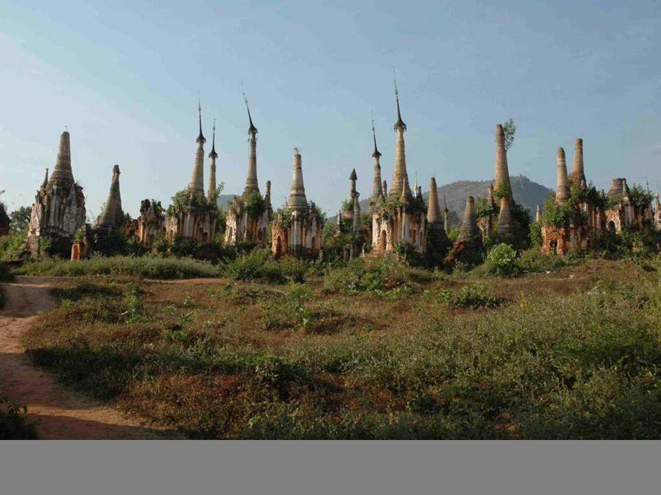 Indeye lendormie Au bout du lac et des canaux cest le choc: un site qui na pas bougé depuis un demi millénaire.