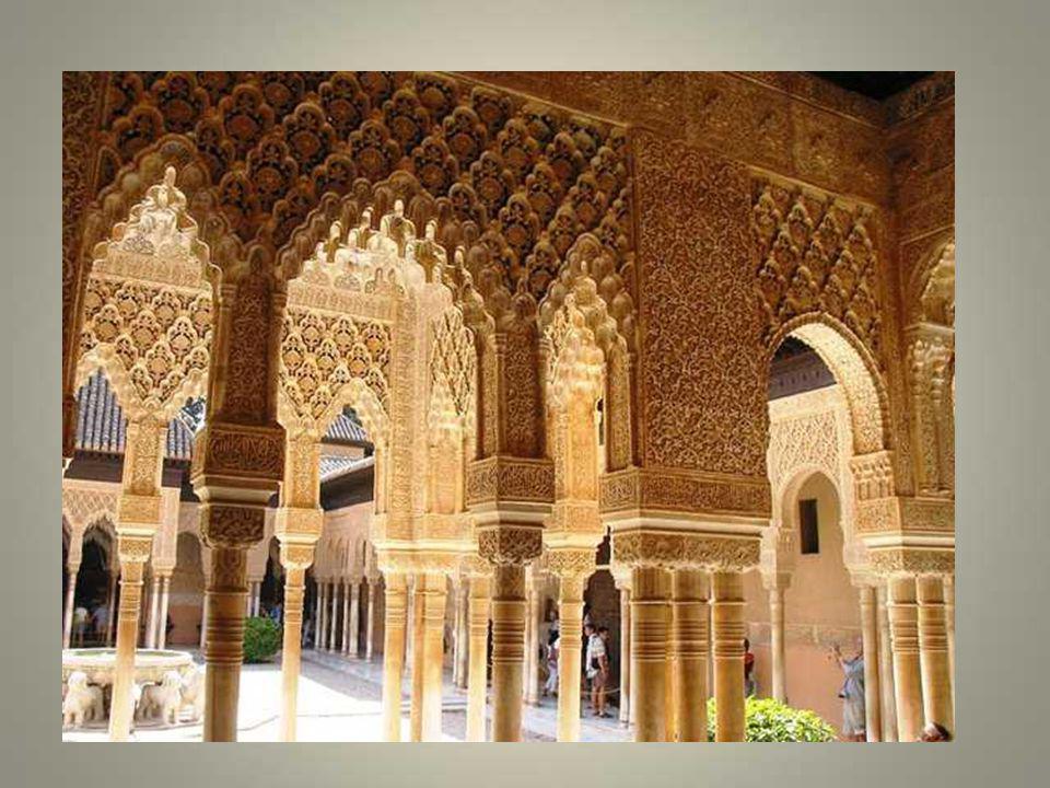 A une époque où en France médiévale on construit de massifs châteaux-forts, en Espagne, des palais dune très grande grâce, dune délicatesse subtile so