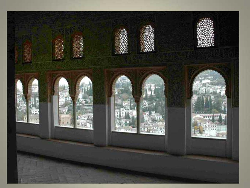 Le comte de Tendilla et ses troupes entrent ensuite dans l'Alhambra en suivant le même itinéraire. La bannière de Castille et la croix sont hissées su