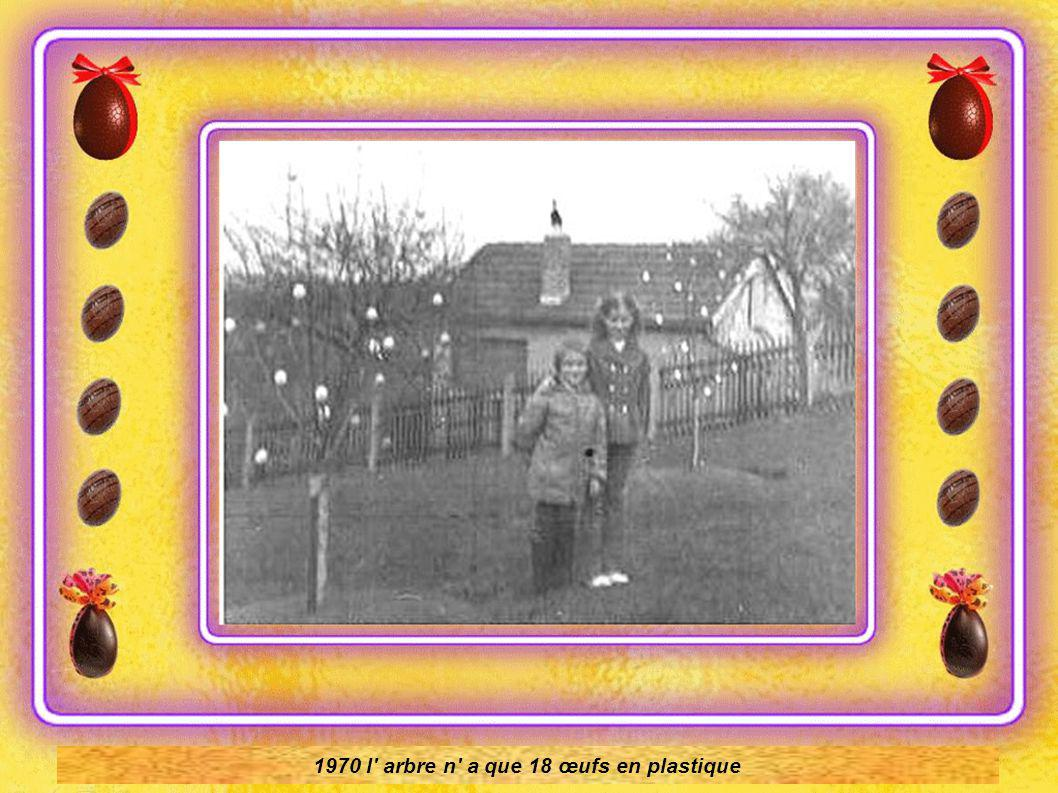 Dans sa jeunesse 1945,revenant de l école, Volker Kraft voit un Lilas buisson décoré avec des oeufs …Il rêve de posséder son arbre de Pâques Et c est en 1965, qu il plante son pommier et le décore peu après de quelques œufs en plastique Émerveillement de ses enfants,lui rappelant son propre regard d enfant.