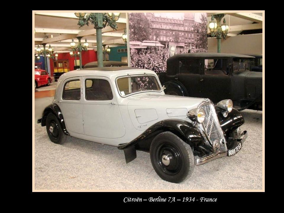 Peugeot Berline 202, 1939 - Renaut 1946 - et traction Citroën - France