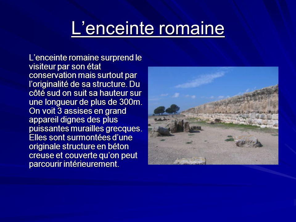 Lintérieur de la villa romaine La villa romaine est bien différente des deux premiers établissements. Elle est établit sur le large plateau qui domine