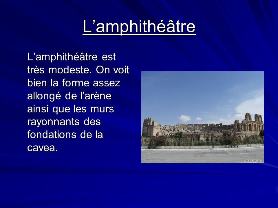 Lenceinte romaine Lenceinte romaine surprend le visiteur par son état conservation mais surtout par loriginalité de sa structure. Du côté sud on suit