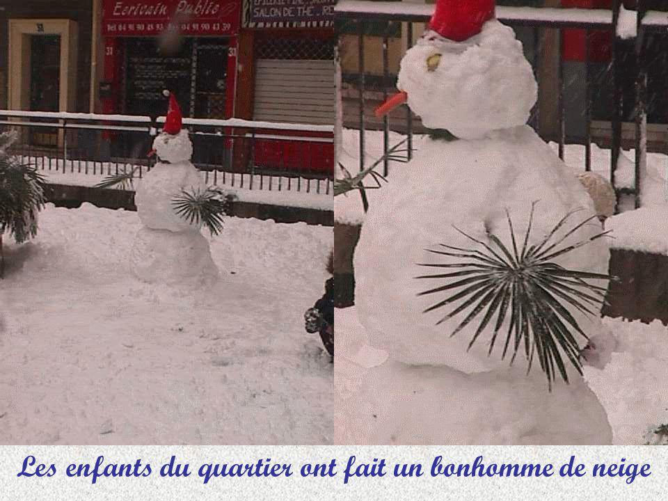 Les enfants du quartier ont fait un bonhomme de neige