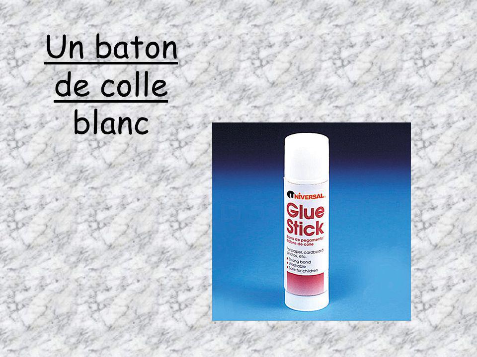 Un baton de colle blanc