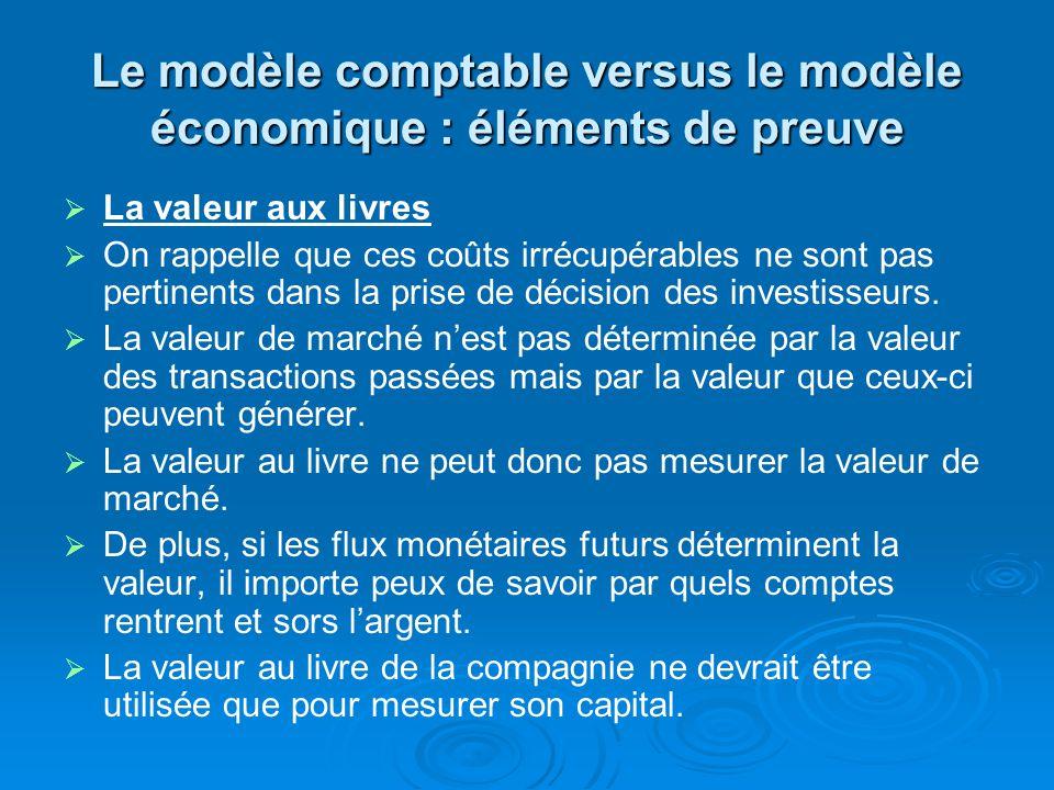 Le modèle comptable versus le modèle économique : éléments de preuve La valeur aux livres On rappelle que ces coûts irrécupérables ne sont pas pertinents dans la prise de décision des investisseurs.