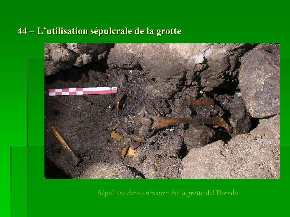 44 – Lutilisation sépulcrale de la grotte Sépulture dans un recoin de la grotte del Dorado.