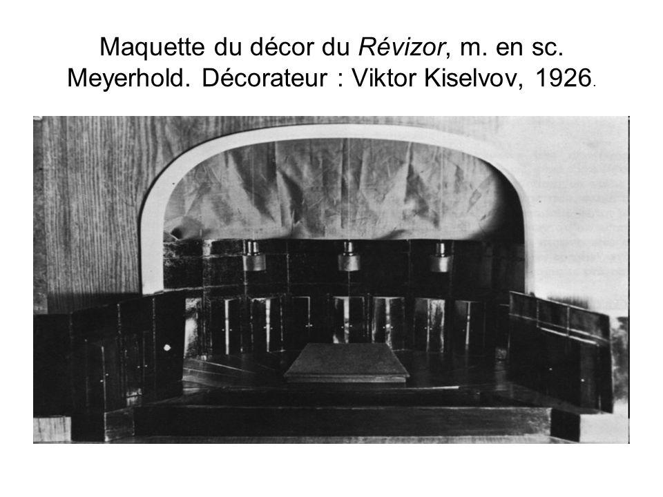 Maquette du décor du Révizor, m. en sc. Meyerhold. Décorateur : Viktor Kiselvov, 1926.