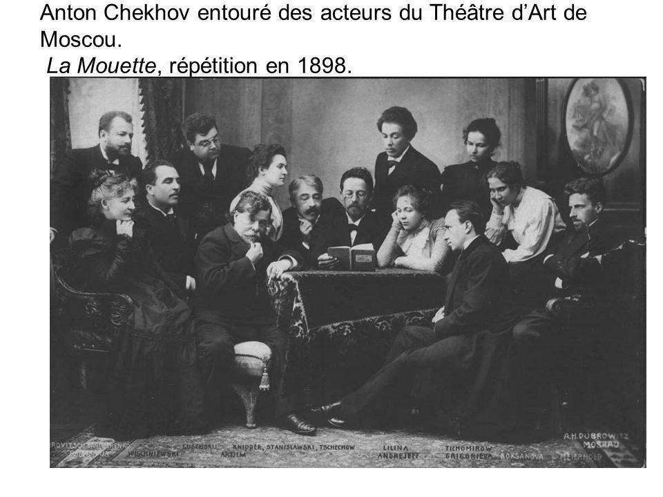 Anton Chekhov entouré des acteurs du Théâtre dArt de Moscou. La Mouette, répétition en 1898.