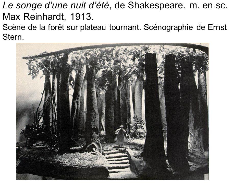 Le songe dune nuit dété, de Shakespeare. m. en sc. Max Reinhardt, 1913. Scène de la forêt sur plateau tournant. Scénographie de Ernst Stern.