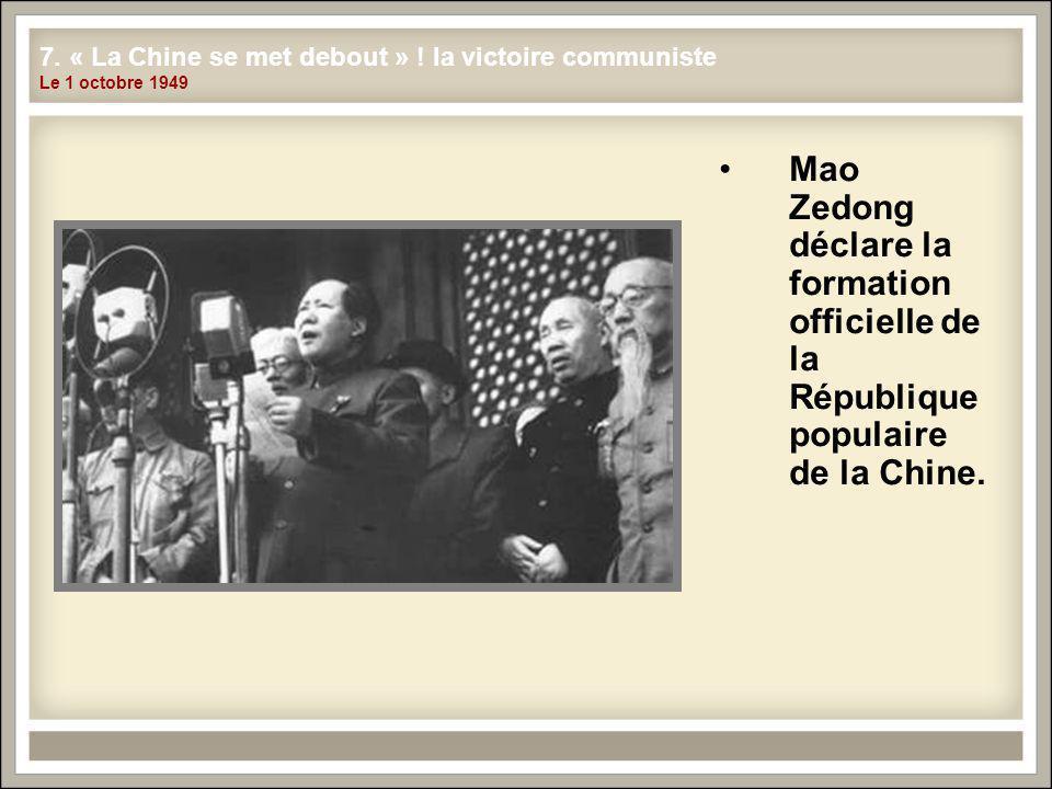 Mao Zedong déclare la formation officielle de la République populaire de la Chine.