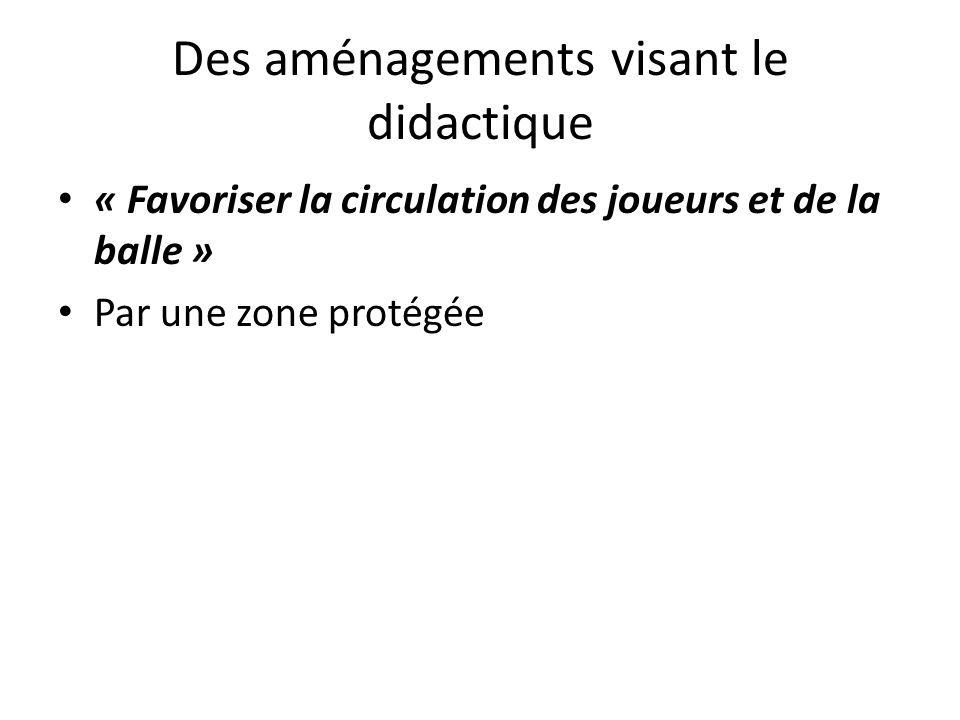 Des aménagements visant le didactique « Favoriser la circulation des joueurs et de la balle » Par une zone protégée