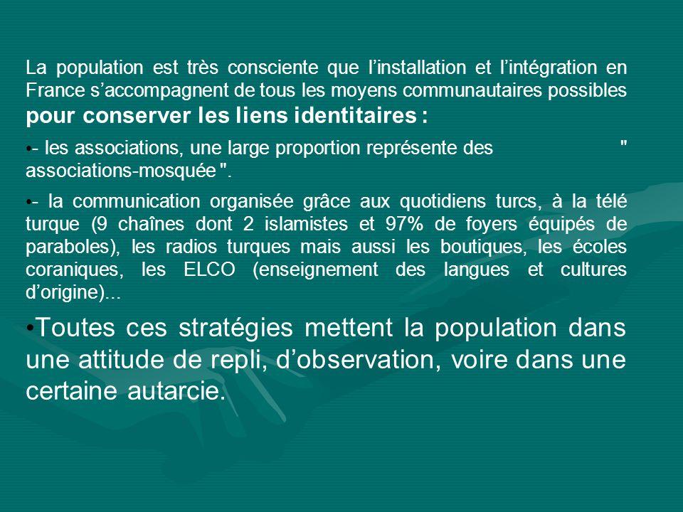 La population est très consciente que linstallation et lintégration en France saccompagnent de tous les moyens communautaires possibles pour conserver les liens identitaires : - les associations, une large proportion représente des associations-mosquée .