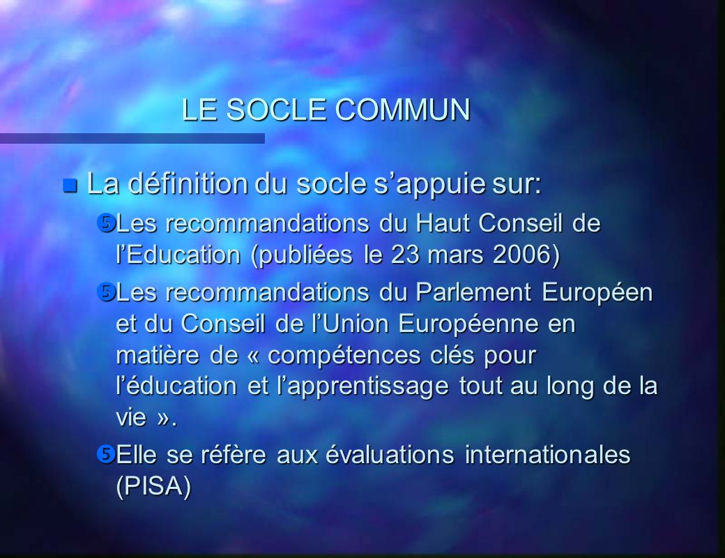 LE SOCLE COMMUN n Les questions que se posent les enseignants: Quel lien existe-t-il entre les compétences des programmes et celles du socle .
