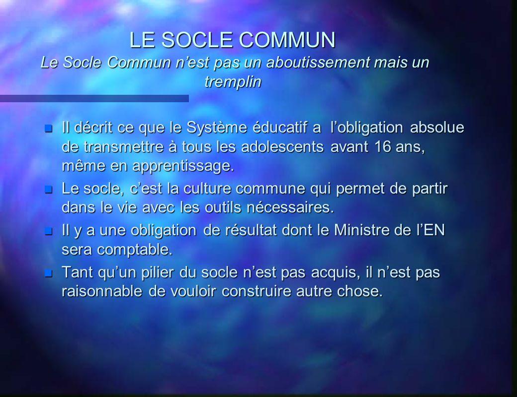 LE SOCLE COMMUN Le Socle Commun nest pas un aboutissement mais un tremplin n Il décrit ce que le Système éducatif a lobligation absolue de transmettre